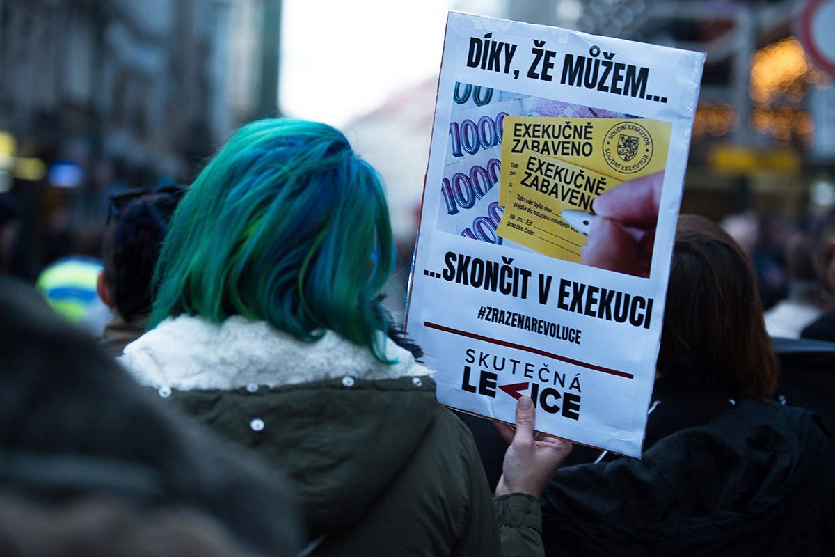 https://jsmelevice.cz/wp-content/uploads/2020/02/Zrazena-revoluce_2019-11-17_016-k-članku.jpg